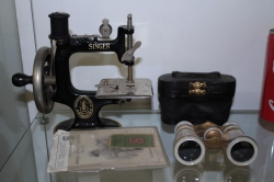 Vintage travel Singer hand sewing machine